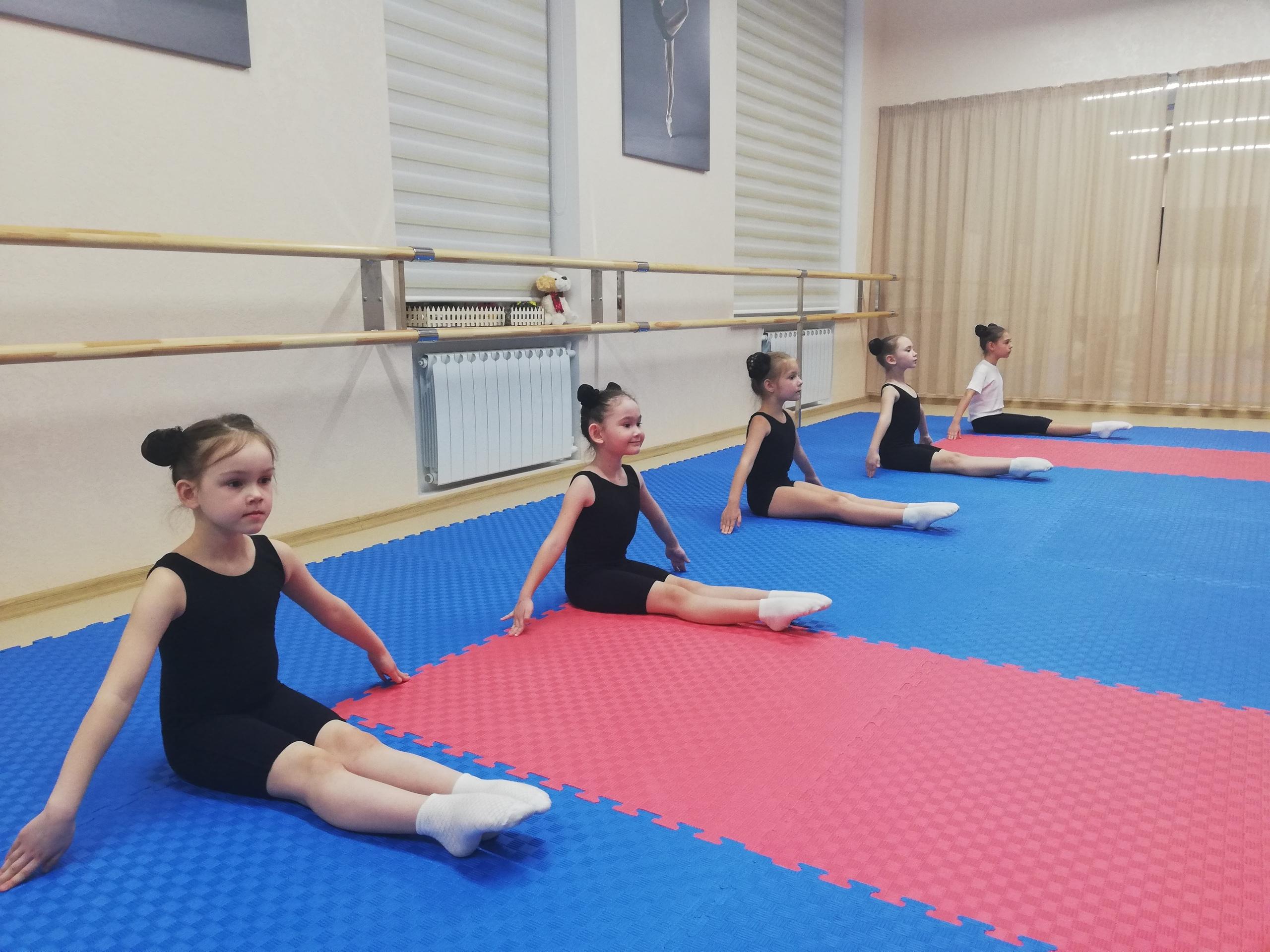 """Школа современного танца """"Счастливые люди"""" приглашает детей 4-5 и 6-7 лет для обучения современному танцу на новый учебный 2019 - 2020 год."""