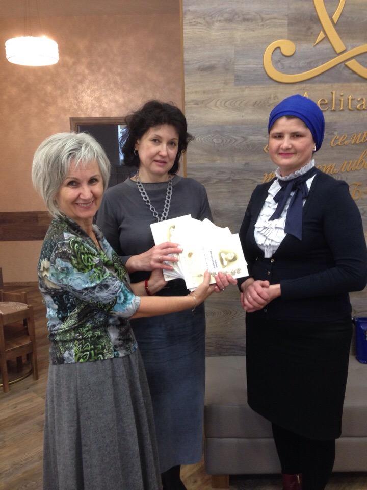 Благодарственное письмо директору центра Лилии Ядкаровне Тахаутдиновой вручила 29 октября директор Мемориального музея Р. Фахреддина Диляра Гимранова.